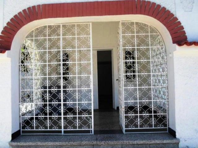 Casa Distrito Metropolitano>Caracas>Santa Eduvigis - Alquiler:1.500 Precio Referencial - codigo: 18-15133