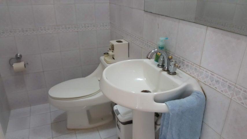 Casa Distrito Metropolitano>Caracas>La Floresta - Venta:400.000 Precio Referencial - codigo: 18-15186