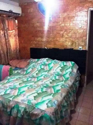 Apartamento Vargas>Catia La Mar>Playa Grande - Venta:10.000 US Dollar - codigo: 18-15253