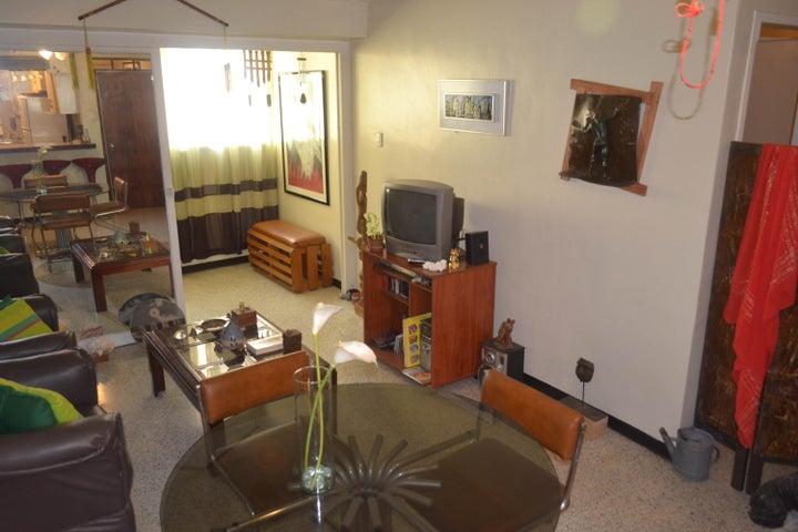 Apartamento Distrito Metropolitano>Caracas>Parroquia Santa Teresa - Venta:14.000 US Dollar - codigo: 18-15248