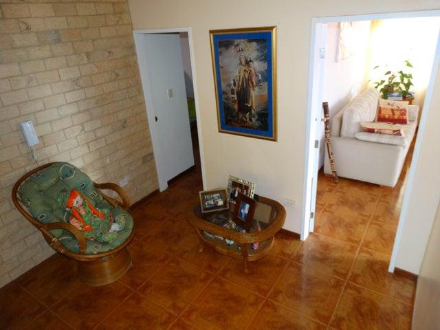 Casa Miranda>San Antonio de los Altos>Parque el Retiro - Venta:74.363.000 Precio Referencial - codigo: 18-15251