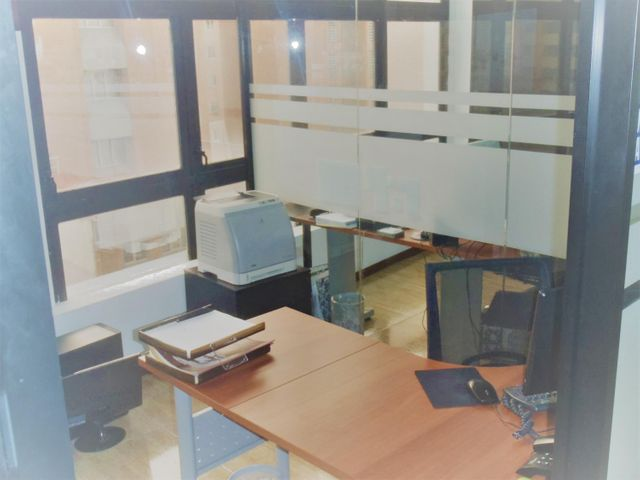 Oficina Distrito Metropolitano>Caracas>Sabana Grande - Venta:42.000 Precio Referencial - codigo: 18-15255