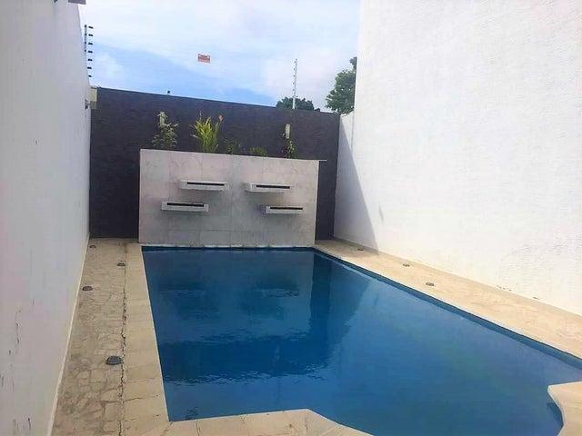 Townhouse Zulia>Ciudad Ojeda>Calle Merida - Alquiler:450 Precio Referencial - codigo: 18-15369