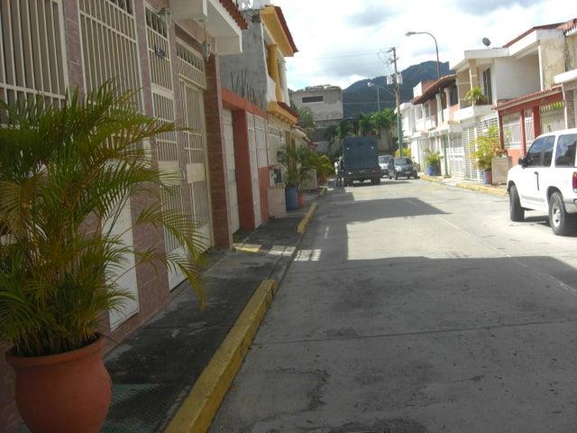 Casa Miranda>Guatire>Country Club Buena Ventura - Venta:35.000 Precio Referencial - codigo: 18-15540