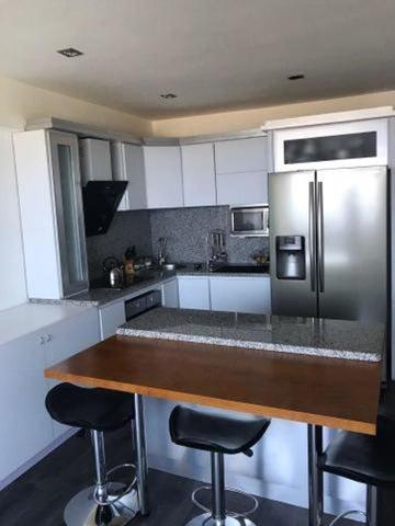 Apartamento Vargas>Parroquia Caraballeda>La Llanada - Venta:70.000 Precio Referencial - codigo: 18-12228