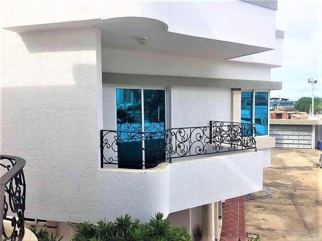 Townhouse Zulia>Ciudad Ojeda>Calle Merida - Alquiler:450 Precio Referencial - codigo: 18-15569