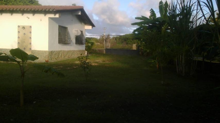 Casa Miranda>Higuerote>Club Campestre El Paraiso - Venta:25.000 Precio Referencial - codigo: 18-15610