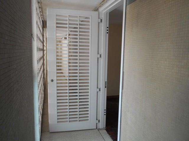 Apartamento Distrito Metropolitano>Caracas>Los Dos Caminos - Venta:22.500 Precio Referencial - codigo: 18-15815