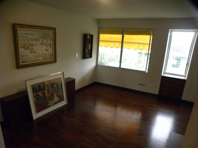 Apartamento Distrito Metropolitano>Caracas>Altamira - Venta:390.000 Precio Referencial - codigo: 18-15846