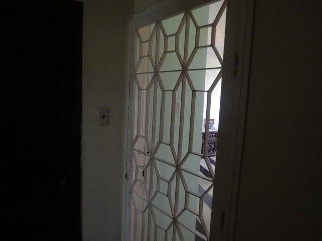 Apartamento Distrito Metropolitano>Caracas>Guaicaipuro - Venta:22.000 Precio Referencial - codigo: 18-15879
