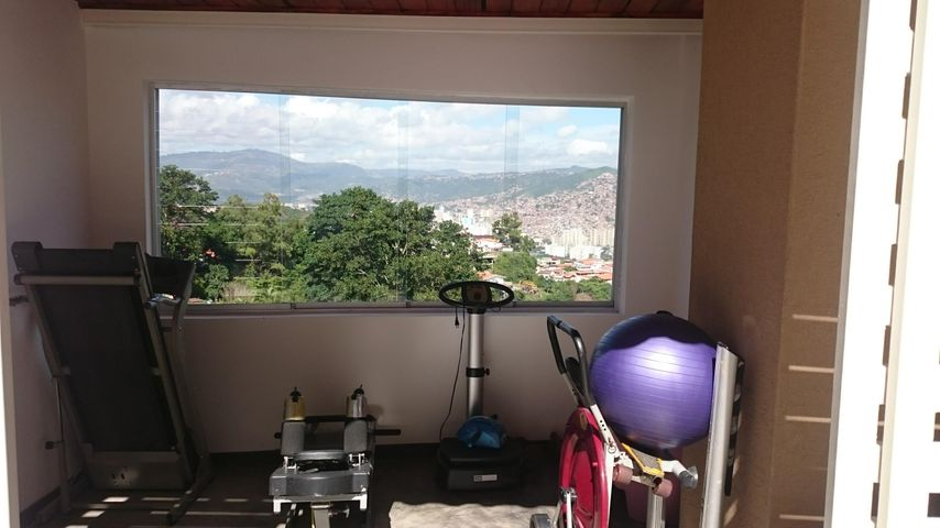 Casa Distrito Metropolitano>Caracas>Colinas de Santa Monica - Venta:550.000 Precio Referencial - codigo: 18-15973