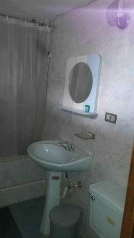 Casa Miranda>Guatire>Valle Arriba - Venta:13.000 Precio Referencial - codigo: 18-16045