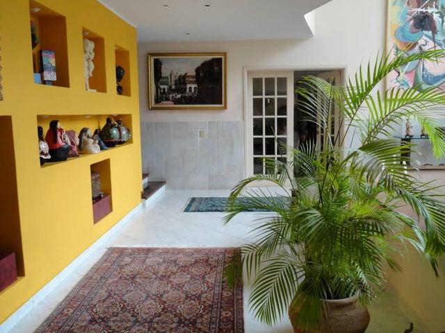Casa Distrito Metropolitano>Caracas>Colinas de Bello Monte - Venta:1.700.000 Precio Referencial - codigo: 18-16267