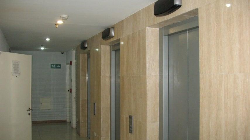 Oficina Distrito Metropolitano>Caracas>El Rosal - Alquiler:1.250 Precio Referencial - codigo: 18-16382