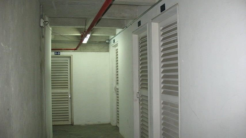 Oficina Distrito Metropolitano>Caracas>El Rosal - Alquiler:1.650 Precio Referencial - codigo: 18-16382