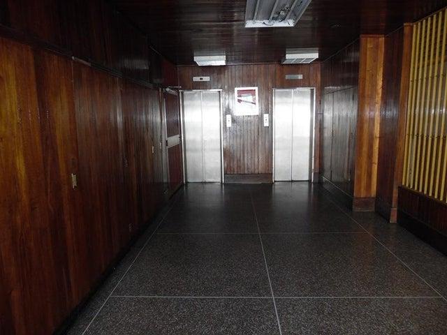 Apartamento Distrito Metropolitano>Caracas>Chacao - Venta:38.000 Precio Referencial - codigo: 18-16496