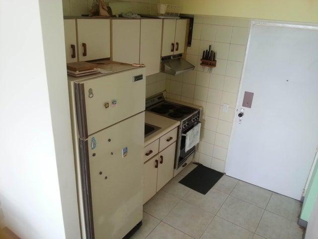 Apartamento Vargas>Parroquia Caraballeda>Palmar Este - Venta:30.000 Precio Referencial - codigo: 18-16532