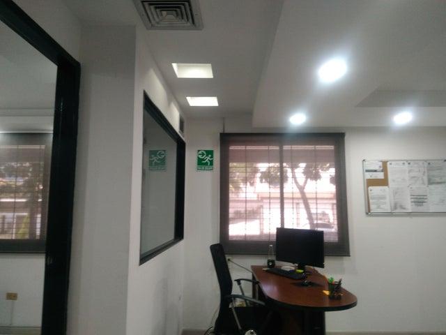 Local Comercial Carabobo>Valencia>El Parral - Venta:30.000 Precio Referencial - codigo: 19-1116