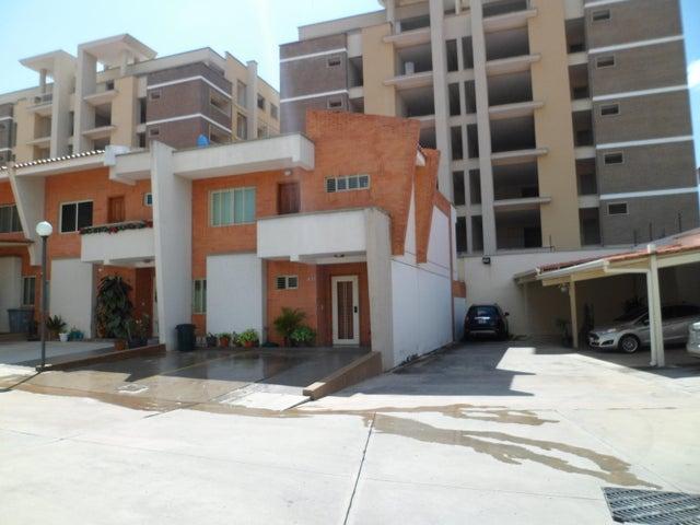 Townhouse Carabobo>Valencia>Manongo - Venta:53.928.000 Precio Referencial - codigo: 18-16663