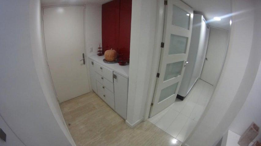 Apartamento Distrito Metropolitano>Caracas>Campo Alegre - Venta:220.116.000 Precio Referencial - codigo: 18-16673