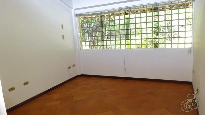 Casa Distrito Metropolitano>Caracas>El Cafetal - Venta:195.000 Precio Referencial - codigo: 18-16677