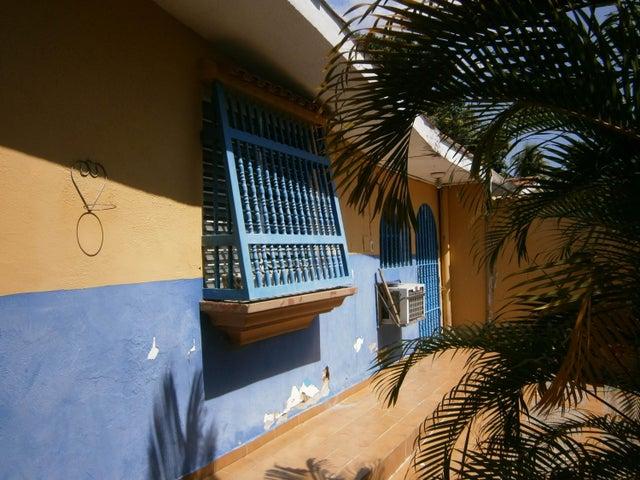 Casa Carabobo>Municipio San Diego>La Esmeralda - Venta:17.497.000 Precio Referencial - codigo: 18-16736