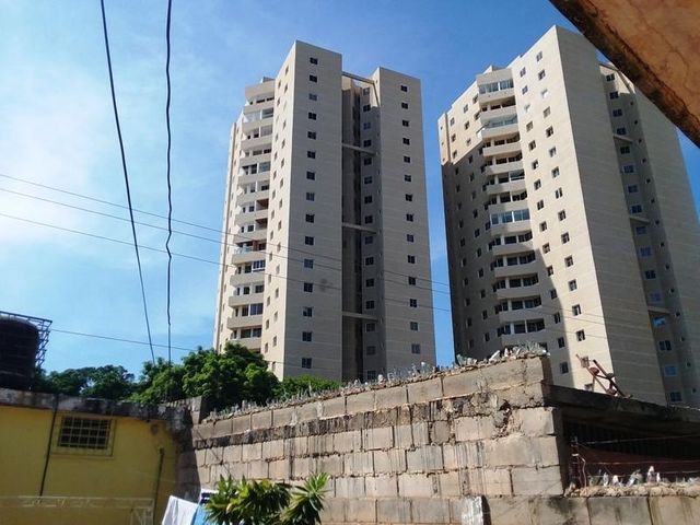 Local Comercial Zulia>Maracaibo>Don Bosco - Venta:25.000 Precio Referencial - codigo: 18-16763