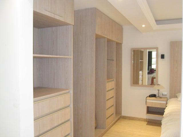 Apartamento Distrito Metropolitano>Caracas>El Rosal - Venta:170.000 Precio Referencial - codigo: 18-16976