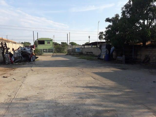 Galpon - Deposito Zulia>Cabimas>Santa Clara - Venta:130.000 Precio Referencial - codigo: 18-16861