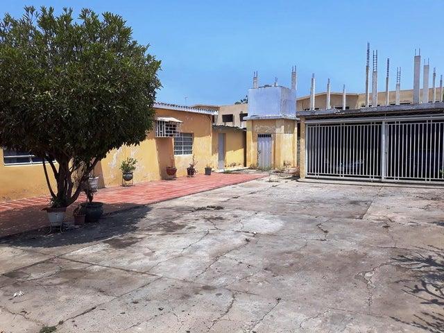 Casa Zulia>Cabimas>Carretera H - Venta:12.000 Precio Referencial - codigo: 18-17020