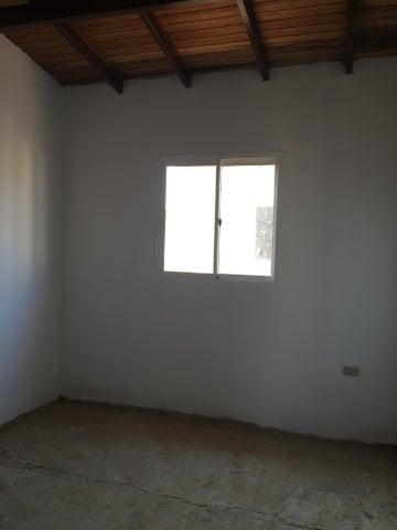 Townhouse Zulia>Ciudad Ojeda>Barrio Libertad - Venta:11.000 Precio Referencial - codigo: 18-17054
