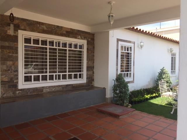 Casa Zulia>Ciudad Ojeda>Barrio Libertad - Venta:25.000 Precio Referencial - codigo: 18-17060