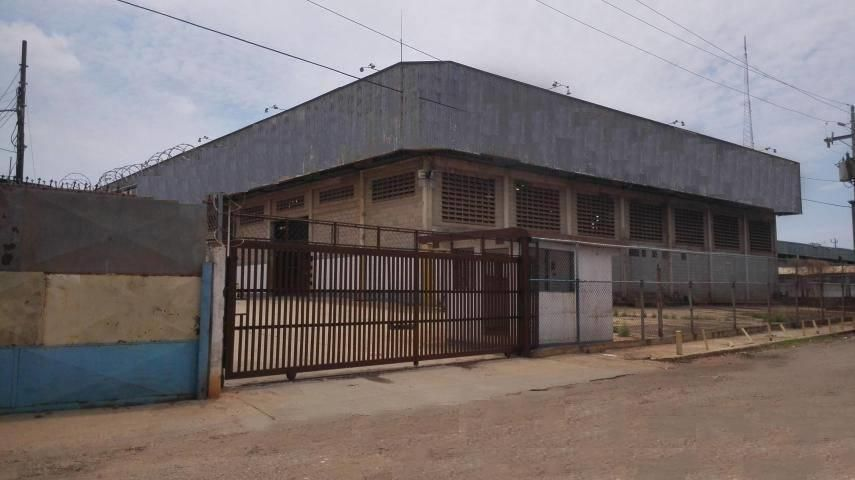 Galpon - Deposito Zulia>Maracaibo>Zona Industrial Sur - Venta:500.000 Precio Referencial - codigo: 19-207