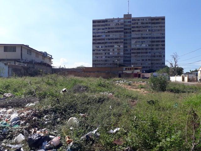 Terreno Zulia>Maracaibo>18 de Octubre - Venta:5.000 Precio Referencial - codigo: 19-852
