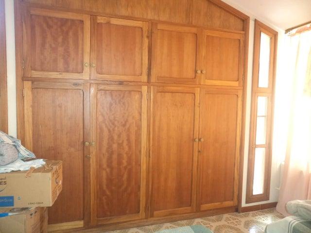 Casa Lara>Barquisimeto>Santa Elena - Venta:240.000 Precio Referencial - codigo: 19-319
