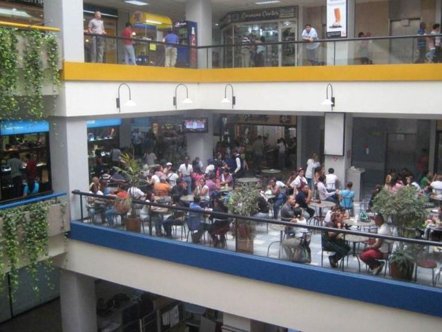 Local Comercial Distrito Metropolitano>Caracas>Parroquia Catedral - Venta:75.000 Precio Referencial - codigo: 19-320