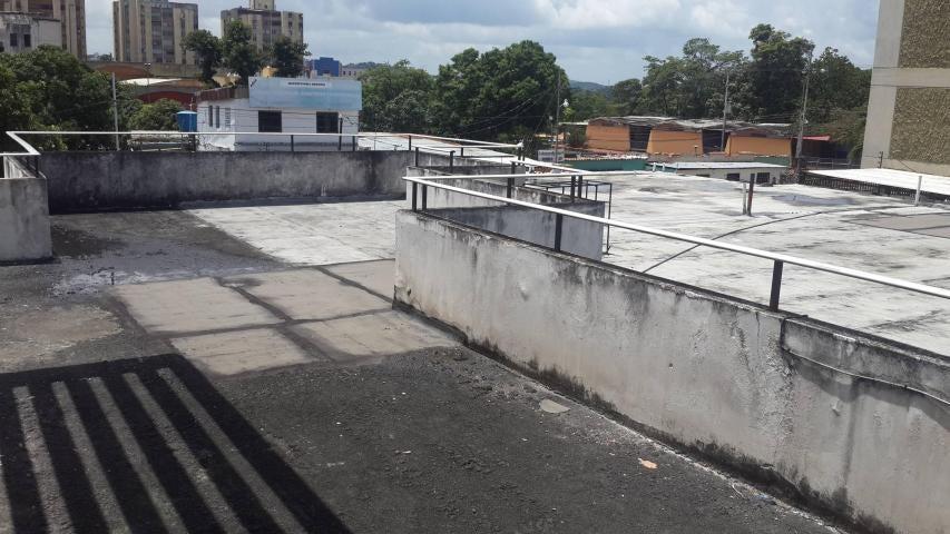 Local Comercial Lara>Barquisimeto>Parroquia Catedral - Venta:50.000 Precio Referencial - codigo: 19-482