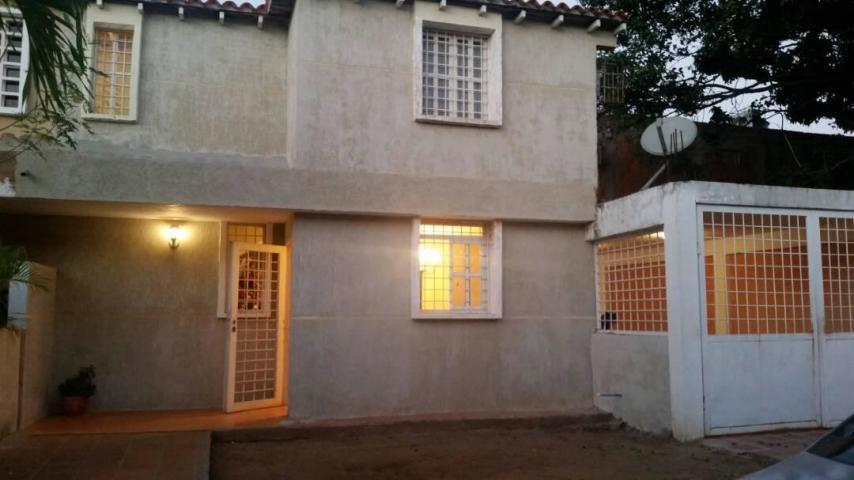 Casa Zulia>Maracaibo>Club Hipico - Venta:11.000 Precio Referencial - codigo: 19-499