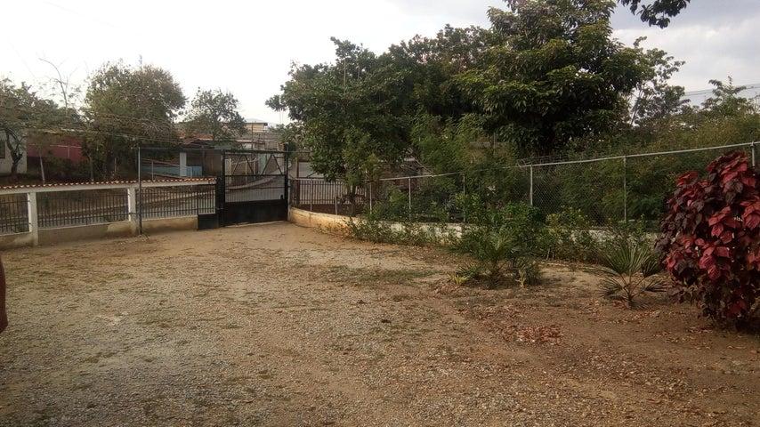 Casa Lara>Barquisimeto>El Manzano - Venta:16.000 Precio Referencial - codigo: 19-558