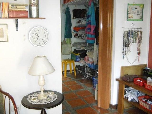 Townhouse Distrito Metropolitano>Caracas>Monte Claro - Venta:140.000 Precio Referencial - codigo: 19-868