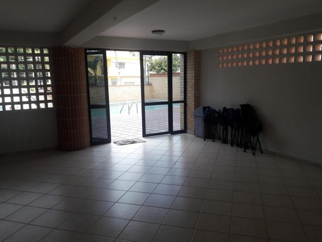 Apartamento Vargas>Catia La Mar>Playa Grande - Venta:45.000 Precio Referencial - codigo: 19-1086