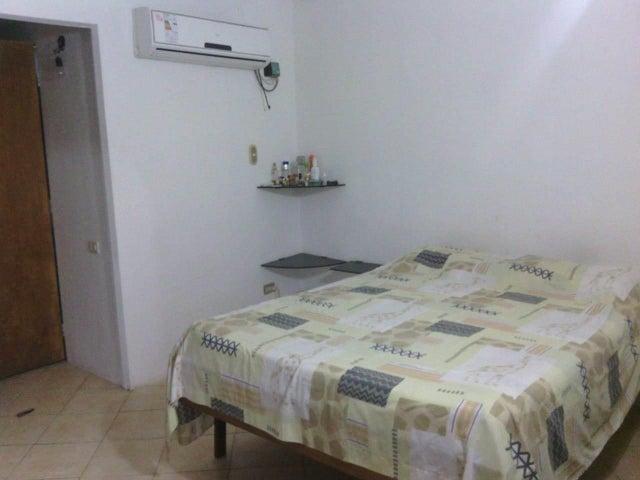 Casa Miranda>Guatire>Valle Arriba - Venta:22.000 Precio Referencial - codigo: 19-1180