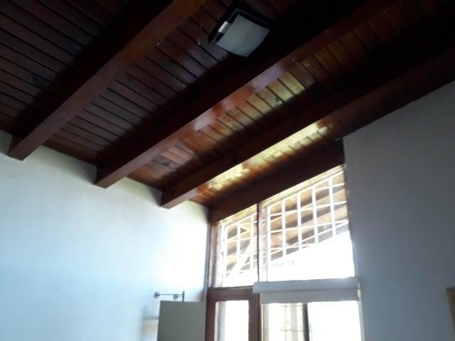 Casa Vargas>El Junquito-Vargas>El Junko Country Club - Venta:60.000 Precio Referencial - codigo: 19-1185