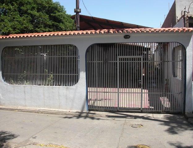 Casa Falcon>Coro>Sector Los Orumos - Venta:40.000 Precio Referencial - codigo: 19-1183