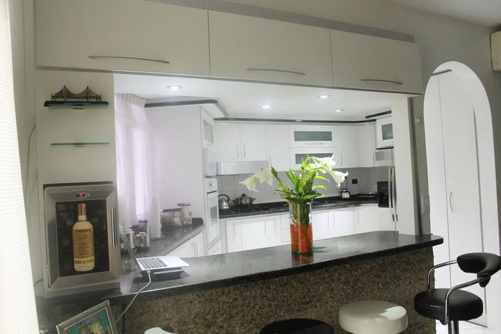 Apartamento Distrito Metropolitano>Caracas>El Paraiso - Venta:50.000 Precio Referencial - codigo: 19-1280