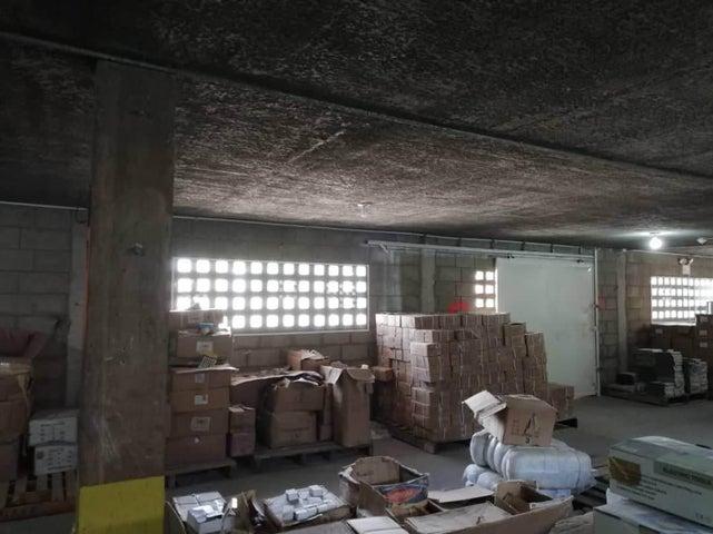 Galpon - Deposito Zulia>Maracaibo>18 de Octubre - Venta:98.000 Precio Referencial - codigo: 19-1330
