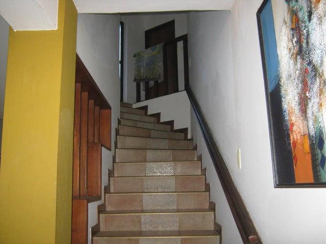 Casa Carabobo>Valencia>Altos de Guataparo - Venta:200.000 Precio Referencial - codigo: 19-1449