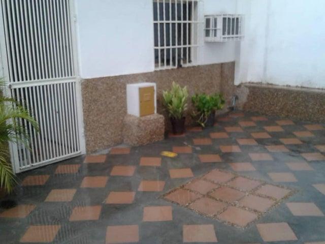 Casa Aragua>Maracay>La Maracaya - Venta:15.000 Precio Referencial - codigo: 19-1638