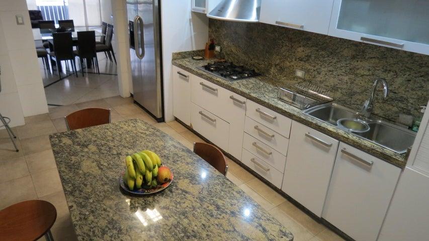 Apartamento Distrito Metropolitano>Caracas>Altamira - Venta:120.000 Precio Referencial - codigo: 19-3664