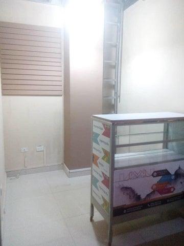 Local Comercial Aragua>Maracay>Avenida Bolivar - Venta:2.800 Precio Referencial - codigo: 19-1861